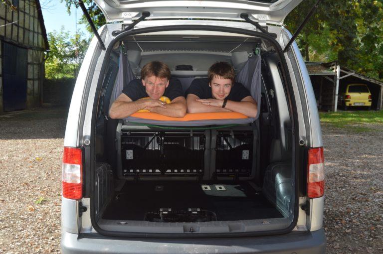 Autohimmelbett im VW Caddy: Platz für zwei