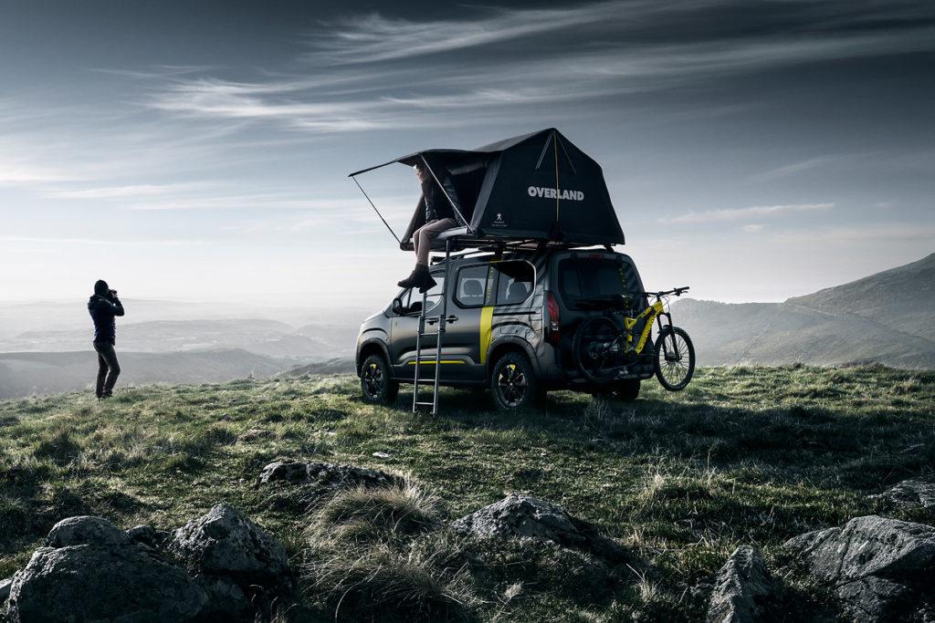 Das Dachzelt macht den Peugeot Rifter zum Mini-Wohnmobil: Zumindest in der Peugeot Studie des Rifter 4x4 zur Einführung des Hochdachkombis. Bild: Peugeot
